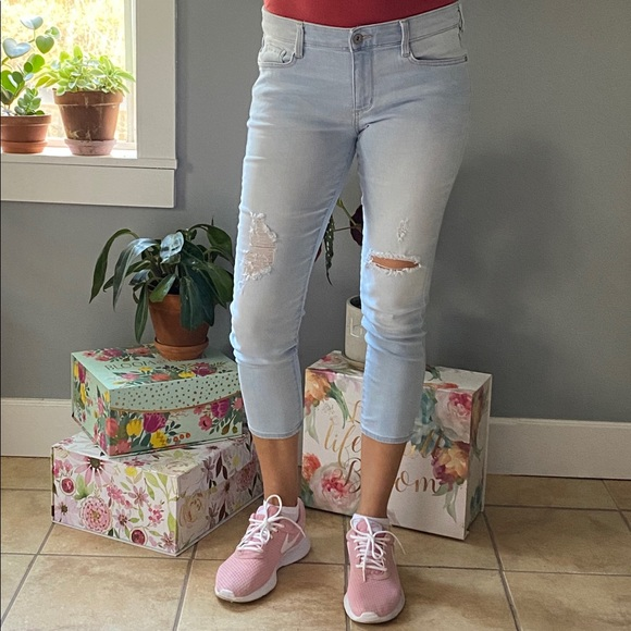 "Denim 11 crop jeans light wash distressed 24.5"""